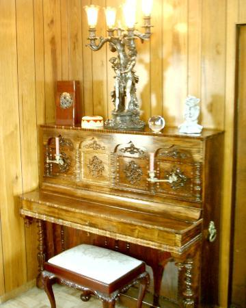 The Old Parsonage Bed & Breakfast: DINING ROOM