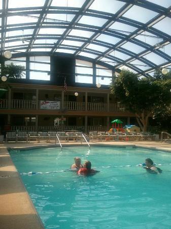 Appleton, WI: Sky light and pool view