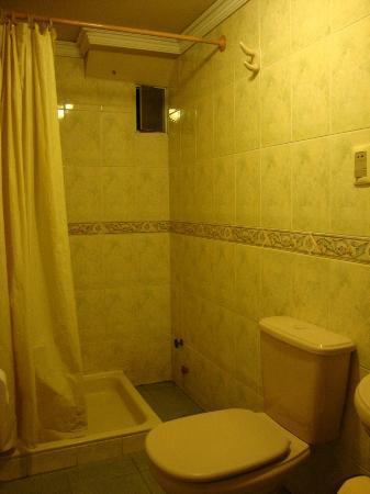 Eva Palace Hotel: Our bathroom