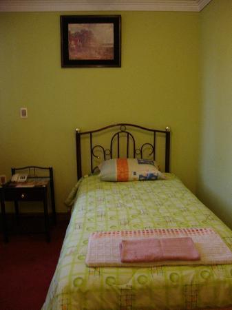 Eva Palace Hotel: The single bed