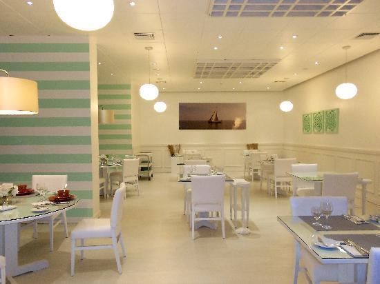 Tryp Montijo Parque Hotel: Reataurante reformado, ficou ótimo!
