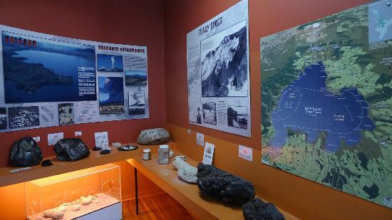 Taupo Museum: Volcano and Geology display around