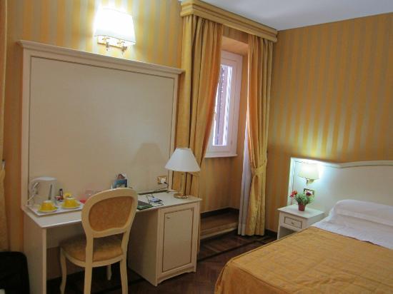Trevi 41 Hotel: Room 502