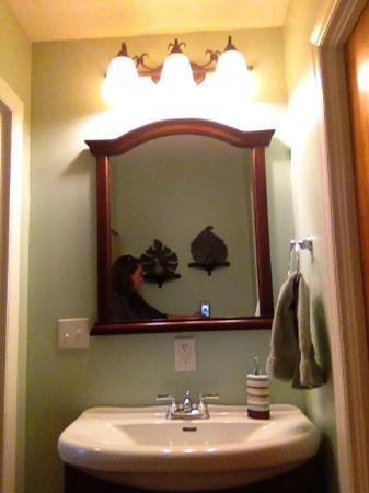 Brookside Mountain Mist Inn: 2nd vanity in Pine Needles