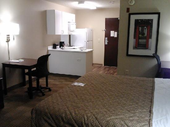 Extended Stay America - Los Angeles - Ontario Airport: Queen Kitchenette