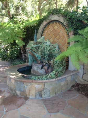 Emerald Iguana Inn: Iguana fountain
