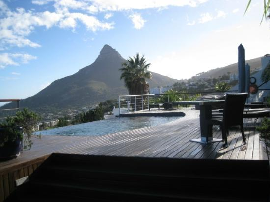 Atlanticview Cape Town Boutique Hotel: Deck and Lion Head Mtn. view