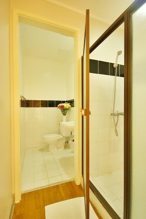Vacation Villas at Subic Homes: Master's Bathroom