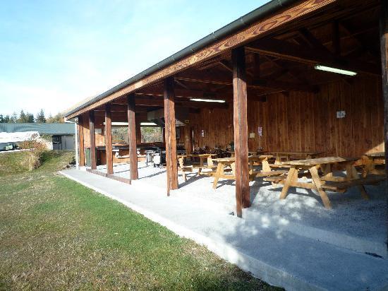 Mount Cook Glentanner Park Centre: Undercover BBQ area Glentanner