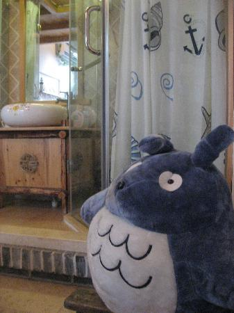 Beijing Apricot Courtyard Inn: room with a huge totoro
