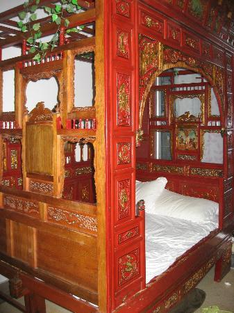 Beijing Apricot Courtyard Inn: bed