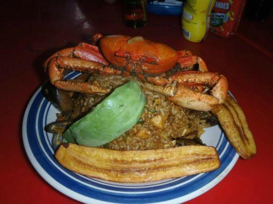 El Jardin de Playas: Arroz con mariscos y cangrejo criollo con aguacate