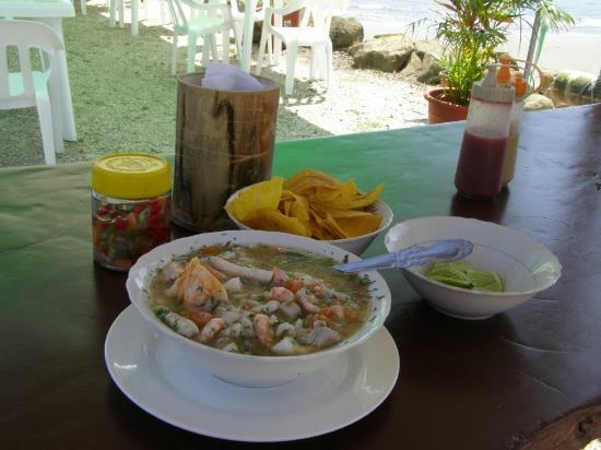 El Jardin de Playas: Ceviche de mariscos con chifles