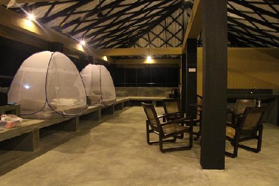 Boulders Yala: Common sleeping area for eight upstairs