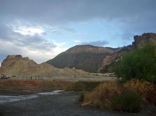 Terme di Vulcano: rocce sulfuree