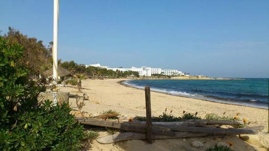 Aziza Residence Thalasso Golf: Plage bordant l'hôtel