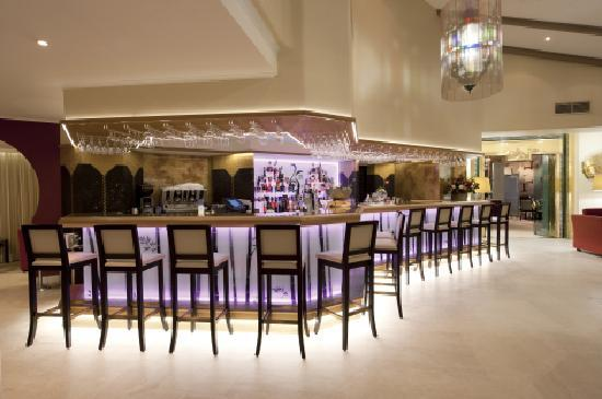 Four Seasons Country Club: Bar area
