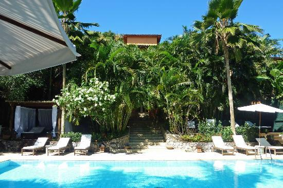 PortoBay Buzios: Hotelgebäude mit Garten- und Poolbereich