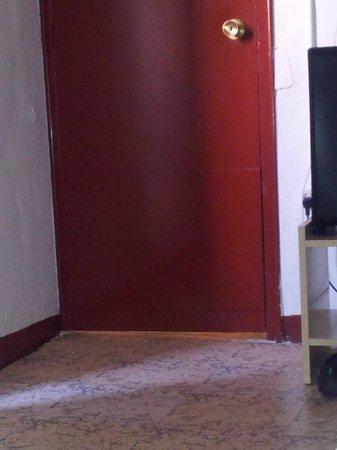 Hostal Palermo Barcelona : Hueco en la puerta