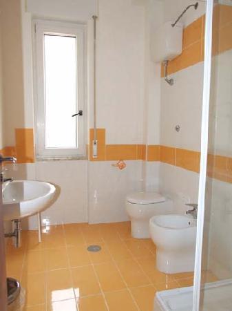 B&B Fronte Del Mare: bagno interno privato