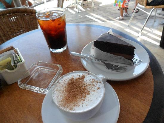 Ah Cacao Chocolate Cafe: Chocolate cake mmmm