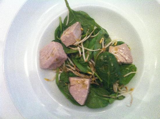 Feriolo, Italy: Insalata di spinacini novelli tonno al vapore e germogli di soia