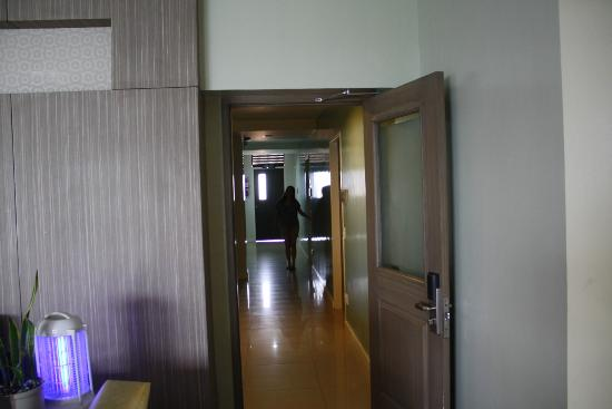 Magallanes Square Hotel: Hallway to the rooms