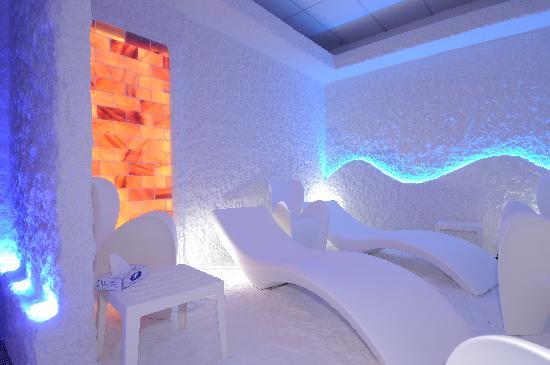 Piscina col fungo e a fianco piscina bimbi con spazio for Abano terme piscine termali aperte al pubblico
