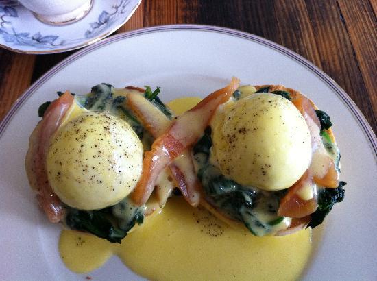 Lawrence Restaurant: Eggs Royale