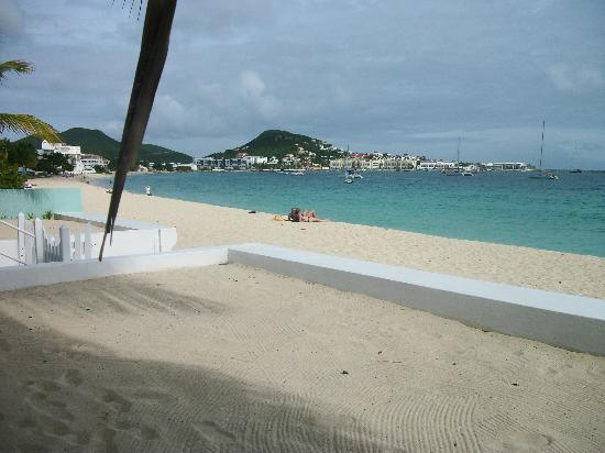 The Horny Toad Guesthouse: View of the beach and bay
