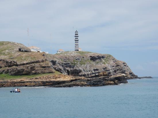 Parque Nacional Marinho de Abrolhos: Island and lighthouse