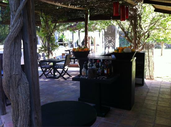 Finca Can Xuxu: close to the pool - outdoor kitchen