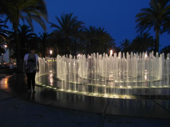 Illuminated Fountain: Fountain maze