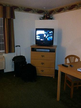 Candlewood Suites Tyler : Dresser with tv, DVD/VCR