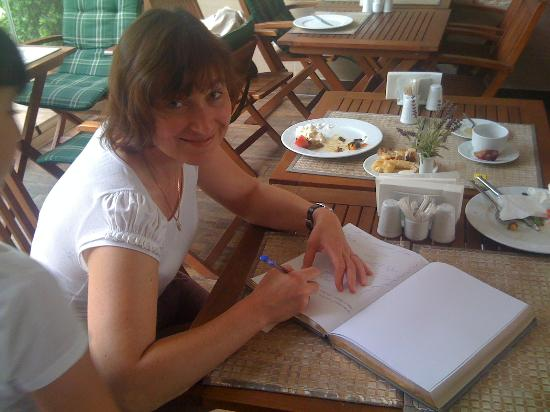 The Empress Theodora Hotel: Книга отзывов, оставляем памятную запись в благодарность