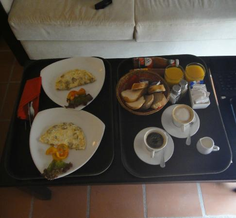 Riverside Suites: Included Breakfast delivered to our room at the time of our choosing