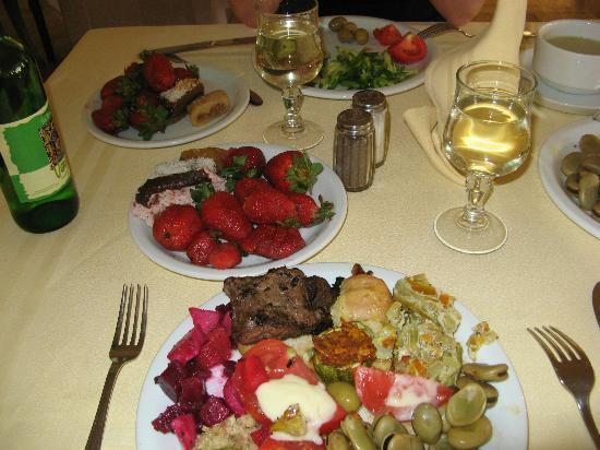 Hotel El Ksar: ужин, клубника 2 раза в день