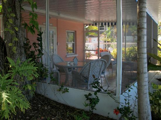 Siesta Key Bungalows: Enclosed patio - Turtuga