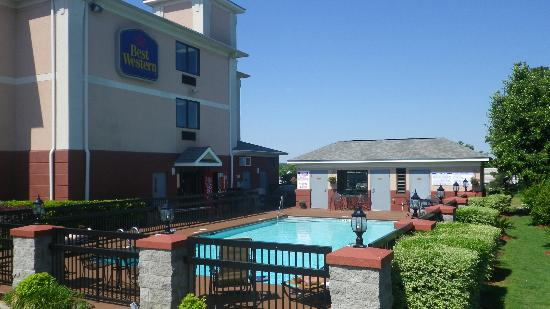 Best Western Augusta West: Best Western Evans Pool and Fitness Bldg