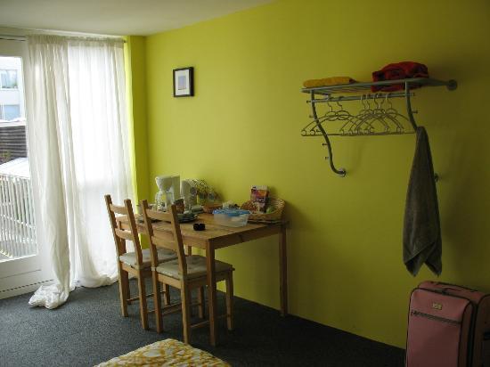 Sleep at Amy's : Yellow room