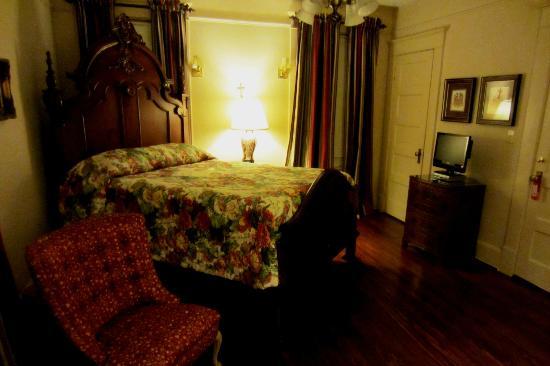 Daisy Polk Inn: Very comfortable bed