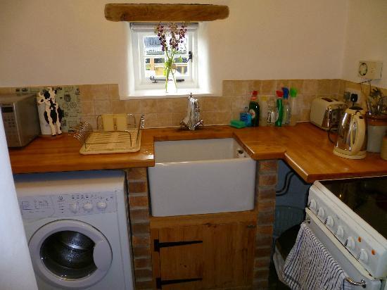 Hen Glyn: kitchen