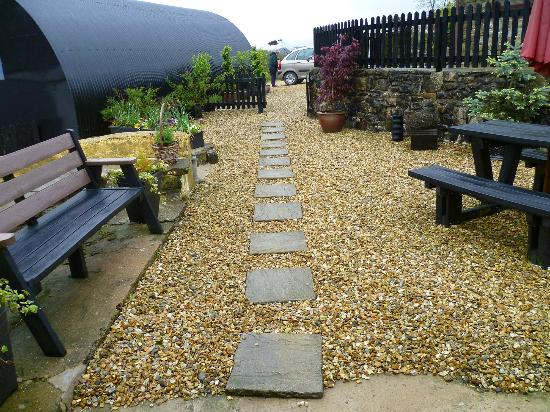 Hen Glyn: Front garden
