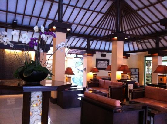 Kuta Beach Club Hotel: lobby