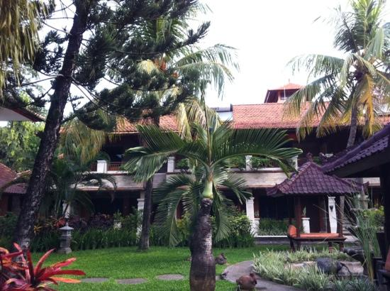 Kuta Beach Club Hotel: back garden
