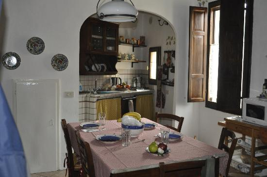 Le Casine di Castello: Kitchen offered ample room