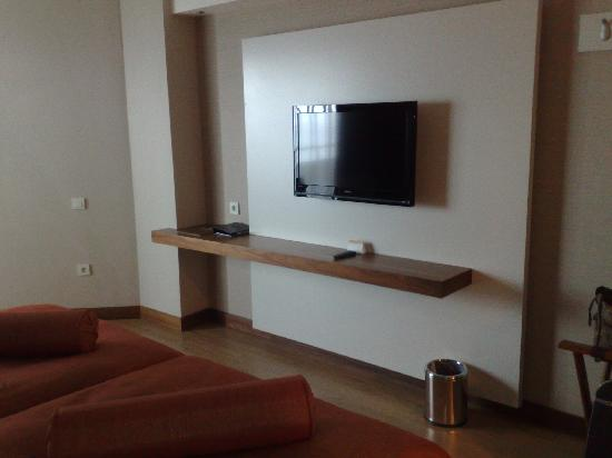 Commodore Elite Suites & Spa: TV