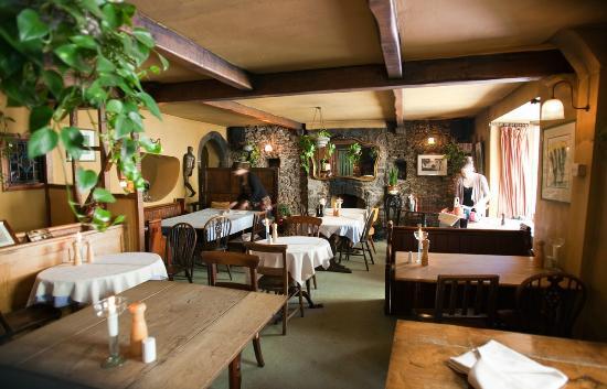 Plantagenet House Restaurant: Entry dining room