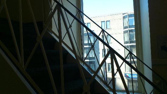 Hotel Bon Accueil: Stairs
