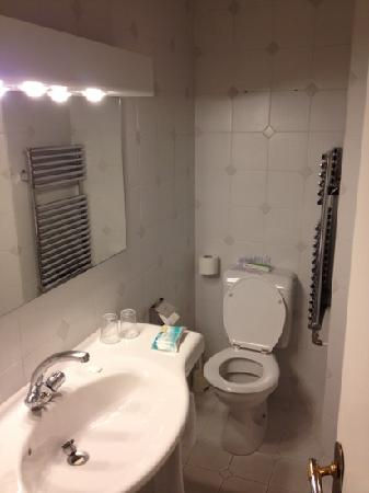 Hotel Churchill : bathroom